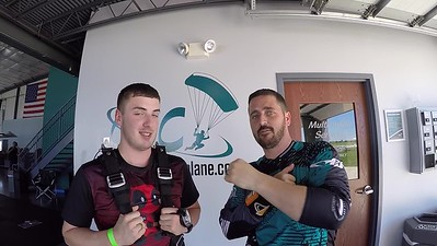 1443 Dakota Gesling Skydive at Chicagoland Skydiving Center 20180702 Tim ChrisR