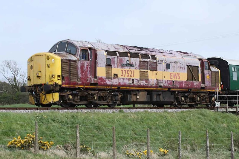 10 May 2013 :: A look back to my last sight of 37521 on the Swanage Railway diesel gala in 2013 when the locomotive didn't look its best