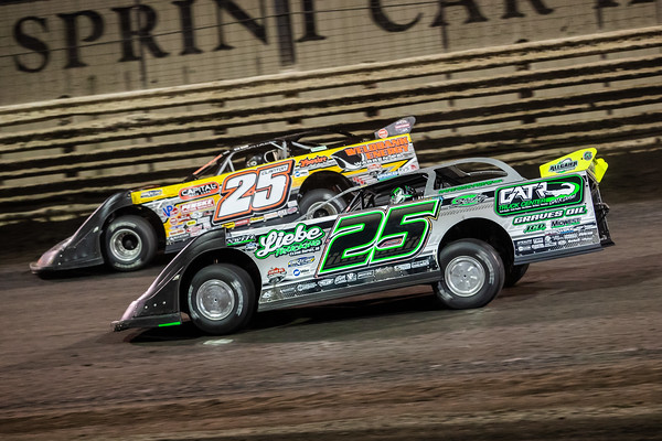 Chad Simpson (25) and Shane Clanton (25 outside)