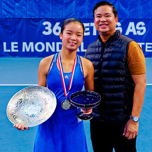 01.05 Alexandra Eala with proud papa - Les Petits As 2018