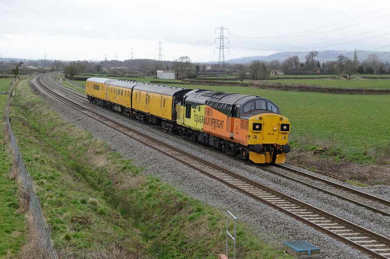 29 March 2018 :: 37099 is seen at Berkley leading 3Q14 from Westbury to Weymouth