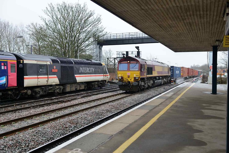 28 March 2018 :: Passing through Oxford is 66103 leading 4M71 from Southampton to Birch Coppice while Inter City HST 43185 stands in the platform at the head of a train for Paddington