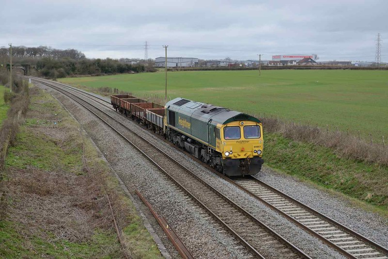 29 March 2018 :: A short formation 6C72 from Fairwater to Westbury is at Berkley powered by 66951