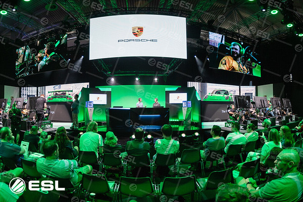 20180822_Stephanie-Lieske_Gamescom_-654-Pano