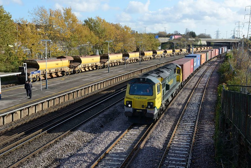 13 November 2018 :: 70007 passes Millbrook with 4O15 from Lawley Street to Southampton