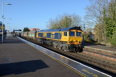 12 November 2018 :: 66707 passes Basingstoke leading 4Y08 taking a rake of coal wagons from Eastleigh to Hexthorpe
