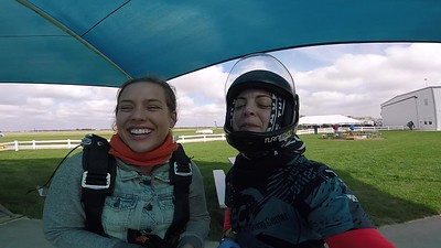 1402 Chelsea Devine Skydive at Chicagoland Skydiving Center 20181013 Amy Amy