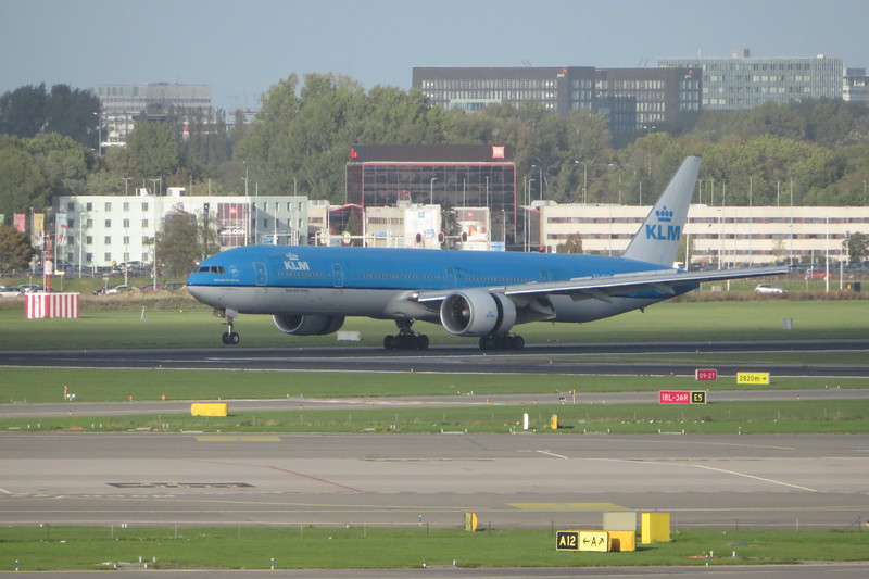 KLM Boeing 777-300 PH-BVG landing at Amsterdam Schiphol from Shanghai, 03.10.2018.