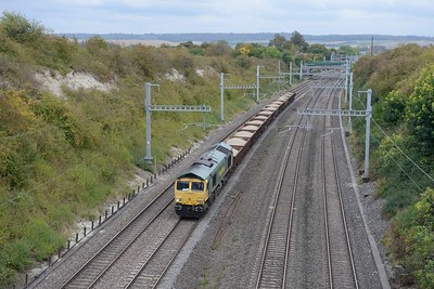 11 October 2018 :: Seen from the appropriately named Silly Bridge at Cholsey is 66952 with 6V27 from Eastleigh to Hinksey