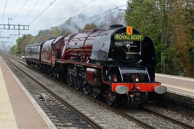 11 October 2018 :: A pathing stop enabled me to get ahead of the train for a second look at LMS Coronation Class 4-6-2 no 6233 Duchess of Sutherland at Cholsey with 5Z82 from Butterley to Swanage
