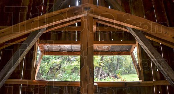 MET 092518 Arch Detail