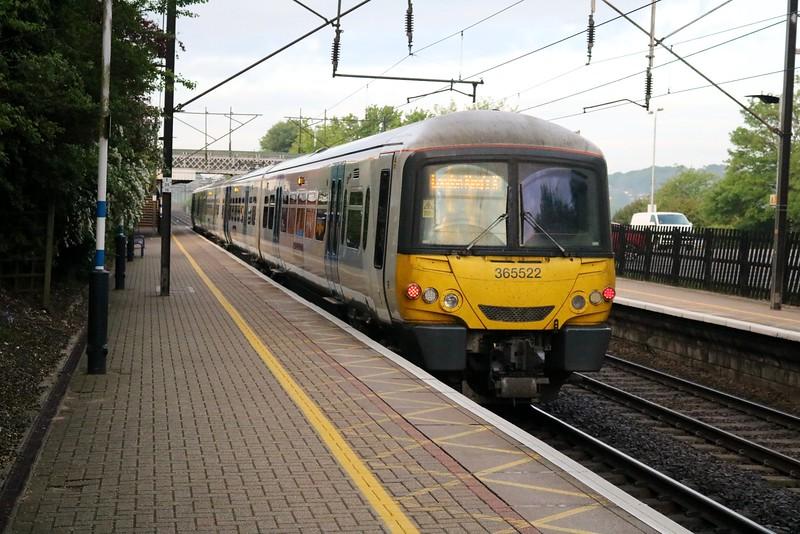 365522 0550/2R23 Royston-Kings Cross passes Welwyn North