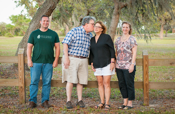 Riley Family Portrait Session at Nokomis Community Park