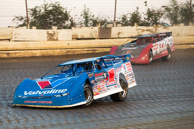 Brandon Sheppard (1) and Bobby Pierce (32)