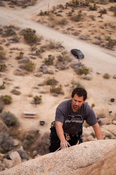 Kelsey leaves the parking lot behind on his way up the direct variation of <i>Wandering Winnebago 5.9</i> in Indian Cove, Joshua Tree.