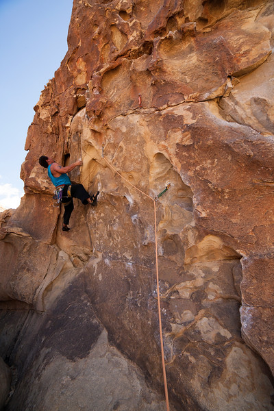 Kelsey hauls his way up the jugs of <i>Ben Dover 5.10</i> in the shade at Echo T in Joshua Tree, California.
