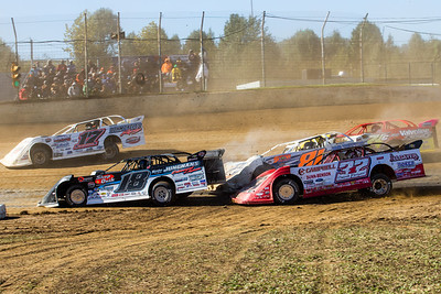 Zack Dohm (17), Chase Junghans (18), Bobby Pierce (32), Brandon Fouts (81F) and RJ Conley (71C)