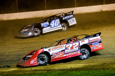 Bobby Pierce (32) and Kyle Bronson (40B)