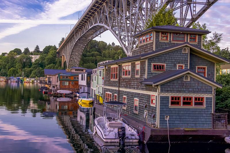 Houseboat Charm