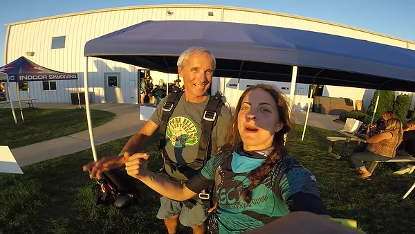 1944 Dave Kennedy Skydive at Chicagoland Skydiving Center 20180913 Amy amy