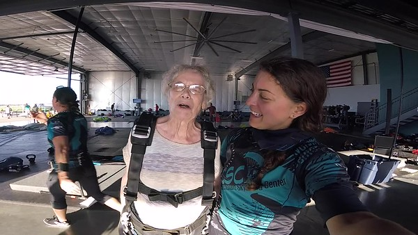 1833 Alice Walker Skydive at Chicagoland Skydiving Center 20180915 Amy Amy