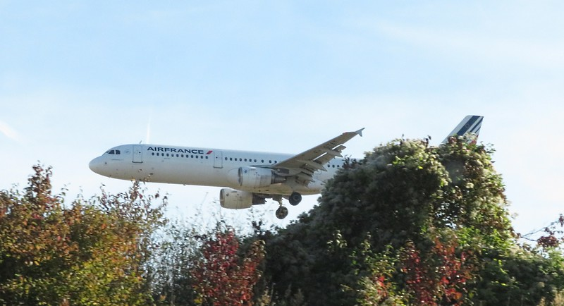 An Air France Airbus A321 landing at Paris Charles de Gaulle, 29.09.2018.
