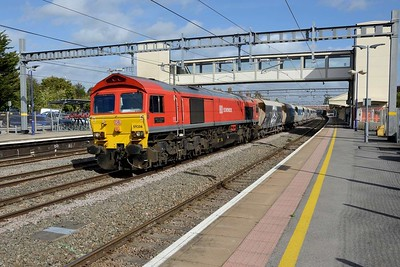 19 September 2018 :: A regular visitor to Newbury is 59206 and today is working 6V18 from Allington to Whatley