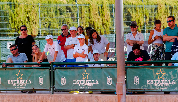 01.02a Crowd - Tennis Europe Summer Cups final boys 14 years and under 2018