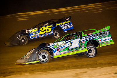 Josh Richards (1) and Mike Benendum (25)