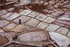 Peru : Un hombre camina en las piscinas de sal en la region de Maras en el Peru / A man walks in the salt pools in the Maras region of Peru / Peru : Ein Mann spaziert in den Salzbecken in der Maras - Region © Patricio Crooker/LATINPHOTO.org