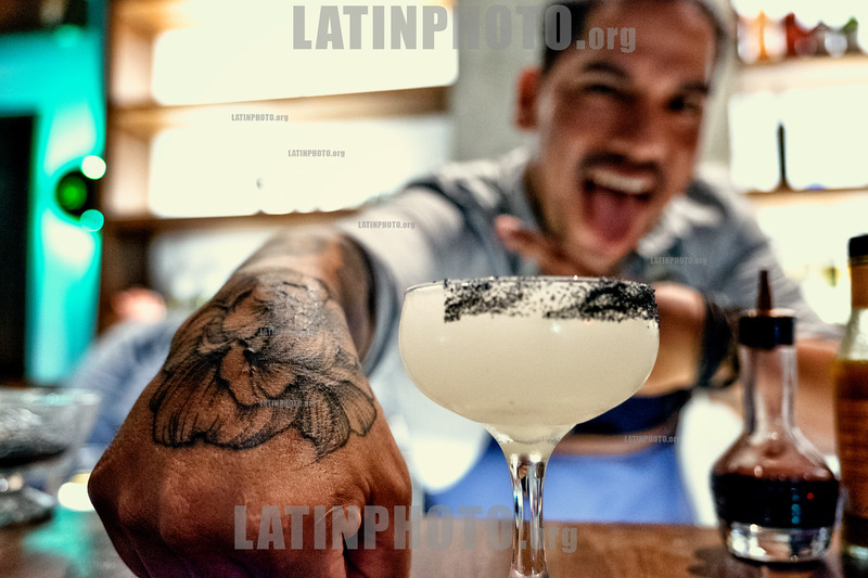 Peru : Omar Lopez , Bartender at Amaz Restaurant in Lima / Peru : Omar Lopez an der Bar Amaz in Lima © Marco Simola/LATINPHOTO.org