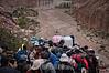 Argentina : Semana Santa - Manifestación religiosa  importante del mundo andino - Son cerca de 5.000 Sikuris ( músicos ) junto a los devotos de la Virgen de Copacabana del Abra de Punta Corral que suben y regresan después de tres días de estar en el Santuario en las alturas del cerro - Quebrada de Humahuaca , Jujuy / Argentina: Manifestación religiosa durante la semana de Pascua en los Andes - 5000 Sikuris (músicos) se reúnen en honor a la Virgen de Copacabana del Abra de Punta Corral en el Monte Quebrada de Humahuaca en la provincia de Jujuy / Argentinien : Religiöse Manifestation während der Osterwoche in den Anden - 5000 Sikuris ( Musiker ) treffen sich zu Ehren der Jungfrau von Copacabana der Abra de Punta Corral auf dem Berg Quebrada de Humahuaca in der Provinz Jujuy © César Gustavo Ruiz/LATINPHOTO.org