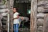 Venezuela : Niños venezolanos que residen en invasiones , como resultado de la crisis que ha dificultado la adquisicion de viviendas / Venezuelan children who live in illegal neighbourhoods, as result of the economic crisis which has made almost impossible to buy a home / Venezuela : Mädchen in einem Armenviertel © Luis Cabrera/LATINPHOTO.org