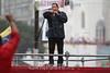 Venezuela : Cierre de campaña de Chavez en la Bolivar - Hugo Chávez habla durante un estallido de nube en un mitin el 14.10.2012 / Hugo Chavez speaks during a cloudburst at a rally on 14.10.2012 / Venezuela : Hugo Chavez spricht während eines Wolkenbruchs an einer Kundgebung am 14.10.2012 © Héctor Castillo/LATINPHOTO.org