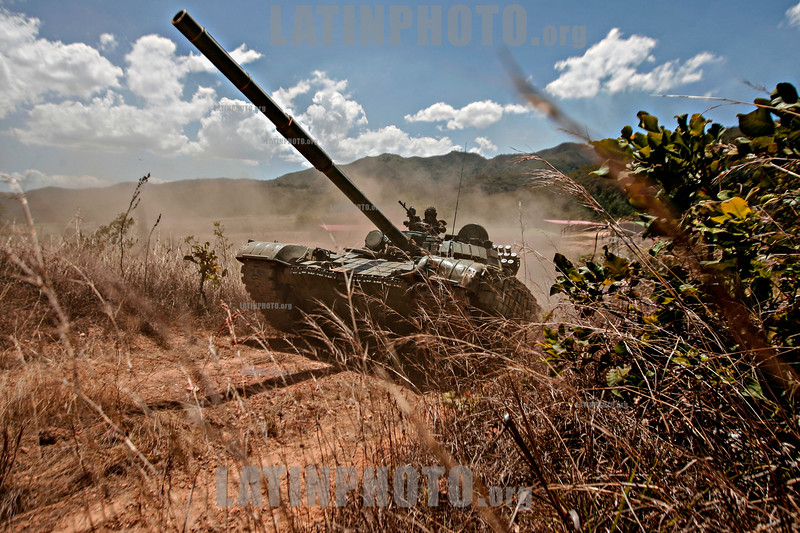 """Venezuela : Maniobra militar Soberania 2018 con los modelos de tanque BMP3 y T72 / February 2 3, 2018 . Tanks of war models BMP3 and T72 conducted draw for cross-country obstacles , as part of the military exercises """" Soberania 2018 """" ordered by President Maduro - The war activity took place at the headquarters of the 41 Armored Brigade , located in Naguanagua , Carabobo state / Venezuela : Militärisches Manöver Soberania 2018 mit den Panzermodellen BMP3 und T72 © Juan Carlos Hernandez/LATINPHOTO.org"""