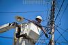 Venezuela : Mantenimiento de postes de luz © Cabrera