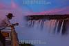Argentina : Vista de las Cataratas del Iguazú /  Iguazú waterfalls  - Iguazú Falls, near Puerto Iguazú /- parkranger in Iguazú waterfalls  Argentinien : Iguaçu - Wasserfälle auf der Seite von Argentinien  © Silvina Enrietti/LATINPHOTO.org
