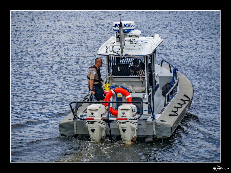 À l'eau Police.