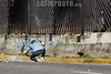 Venezuela - Caracas : junio 22 del 2017 David José Vallenilla recibe un disparo letal de escopeta hecho por un militar a corta distancia mientras protestaba en una autopista al lado de una base aérea / Venezuela - Caracas : 22th June, 2017. David José Vallenilla got a lethal shot with a shotgun at close range made by a military while he was protesting on a highway by the side of a military air base / Venezuela - Caracas : Am 22. Juni 2017 wird David José Vallenilla von einem Soldaten aus nächster Nähe erschossen als er auf einer Autobahn neben einem Flugplatz protestiert © Agustin Garcia/LATINPHOTO.org
