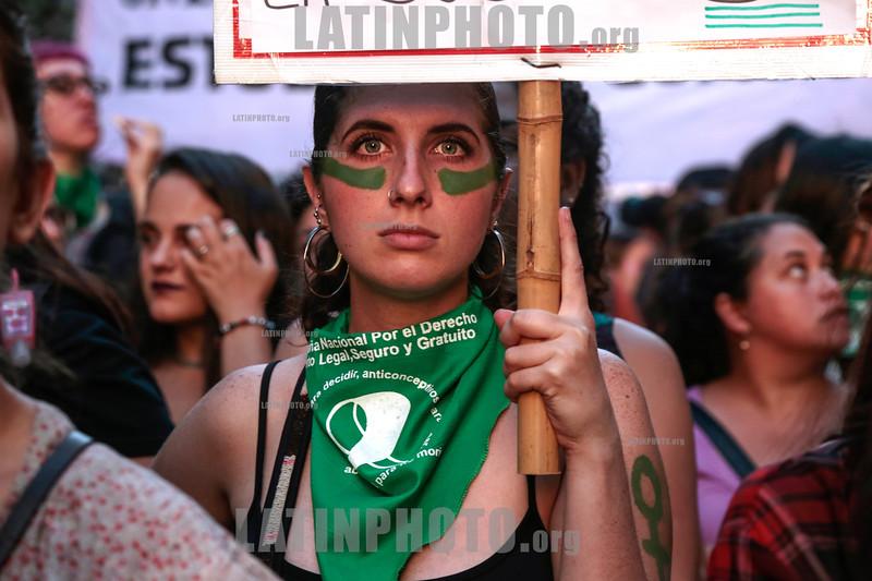 Argentina : Manifestación para reivindicar los derechos de la mujer DÍA INTERNACIONAL DE LA MUJER - 8 de marzo de 2018 - por un aborto legal , seguro y gratuito / Argentina : Protest to demand the rights of women INTERNATIONAL DAY OF WOMEN - March 8, 2018 / Argentinien : Kundgebung am Internationalen Frauentag am 8. März 2018 in Buenos Aires - Demonstratinnen fordern einen sicheren , legalen und kostenlosen Schwangerschaftsabbruch © Dionisio Cardozo/LATINPHOTO.org