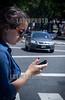 Argentina : Diciembre 04 , 2013 . Ciudad de Buenos Aires . Con el advenimiento de los smartphones y tablets las personas han modificado la manera de comunicarse . Se calcula que en Argentina hay alrrededor de 50 millones de celulares , y es el primer pais del mundo que mas tiempo utiliza las redes sociales , mas de 9 horas por mes / Argentinien : Frau mit Smartphone in Buenos Aires © Kala Moreno Parra/LATINPHOTO.org