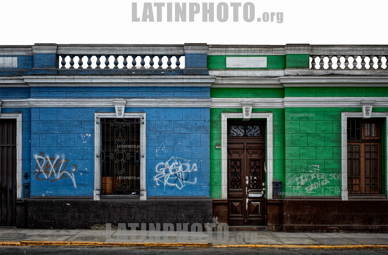 Peru : Arquitectura colonial en una calle del casco antiguo de Lima / Old building in Lima downtown - Colonial architecture in a street in the old town of Lima / Peru : Koloniale Architektur in einer Strasse in der Altstadt in Lima © Marco Simola/LATINPHOTO.org