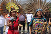 Mexico : Pareja de danzantes se preparan para iniciar la danza a los cuatro puntos cardinales - Piramides de Acozac / couple of dancers prepare to begin the dance to the four cardinal points - Piramides de Acozac / Mexiko : Ritueller Tanz bei den Piramiden in Acozac - Azteken © Octavio Torres Tapia/LATINPHOTO.org