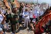Mexico : Danzantes y personas piden buen tiempo durante la ceremonia del equinoccio de primavera / Dancers and people ask for good weather during the spring equinox ceremony / Mexiko : Ritueller Tanz bei den Piramiden in Acozac - Azteken - Sonnenwende - Frühlingsfest © Octavio Torres Tapia/LATINPHOTO.org