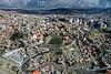 Bolivia : Vista de una parte de la ciudad de La Paz / aerial view of a part of the city of La Paz / Bolivien : Luftaufnahme von La Paz - Fussballfeld © Patricio Crooker/LATINPHOTO.org