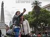 Argentina : Hora de la selfie en Plaza de Mayo , Buenos Aires / Selfie time at May Square , Buenos Aires / Argentinien : Zwei Frauen erstellen auf der Plaza de Mayo in Buenos Aires ein Selfie © Patricio Murphy/LATINPHOTO.org