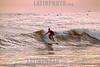 Guatemala : Ultimas olas del día - Surfistas en Roca Souzal , Playa El Tunco / Guatemala : Surfers at Roca Souzal , Playa El Tunco / Guatemala :Surfer in Roca Souzal , Playa El Tunco © Henry von Wartenberg/LATINPHOTO.org