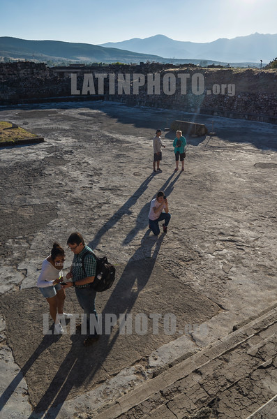 Mexico : Mitla ( Mictlan o Lugar de muertos en náhuatl , Lyobaa o Lugar de descanso en zapoteco , Ñuu Ndiyi o Lugar de muertos en mixteco ) zona arqueológica localizada en el municipio de San Pablo Villa de Mitla en el estado mexicano de Oaxaca / Pre - Hispanic city of Mitla - Archaeological site of Mitla - Known for its buildings decorated with mosaics of small flat stones that fit together to create designs , especially openwork - Mitla is the second most visited archaeological zone in the state of Oaxaca - San Pablo Viila de Mitla / Mexiko : Mitla im mexikanischen Bundesstaat Oaxaca - präkolumbischen Bauten mit einer in Mesoamerika einzigartigen Wandornamentik - Die Palastanlage von Mitla ist ein UNESCO - Welterbe © Andrea Díaz-Perezache/LATINPHOTO.org