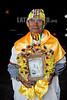 Bolivia : Fiesta de la selva boliviana en el pueblo de San Ignacio / Bolivian jungle festival in the town of San Ignacio / Bolivien : Festival in San Ignacio , Mann mit Heiligenbild © Patricio Crooker/LATINPHOTO.org