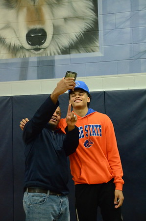 Ray J Dennis Signs his National letter of intent to play for Boise State 2018